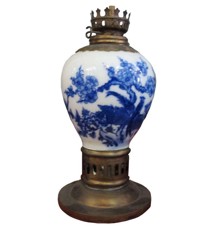 Đèn dầu chất liệu đồng kết hợp gốm