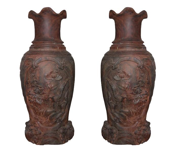 Đôi lộc bình trang trí được làm từ gỗ chiu liu