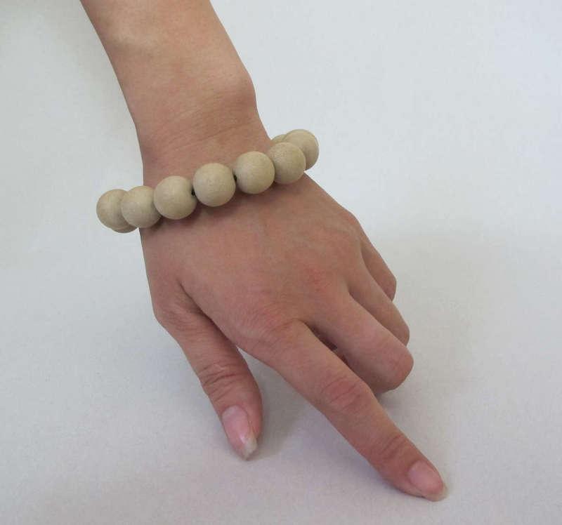 Đồ gỗ đồng kỵ: vòng đeo tay bằng gỗ trầm hương