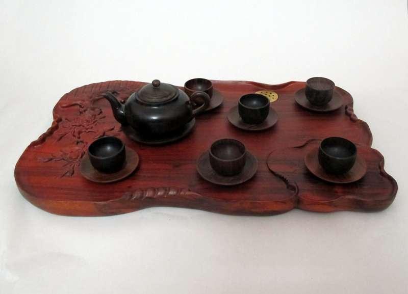 Bộ khay và ấm chén bằng gỗ hương