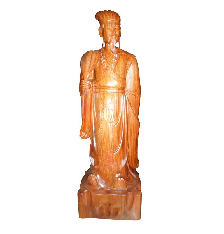 Tượng Gia Cát Lượng, màu vàng cánh gián được làm từ gỗ hương
