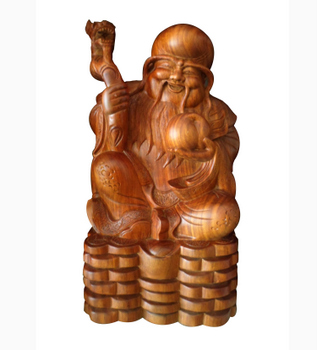 Tượng ông Thọ được làm từ gỗ hương liền khối