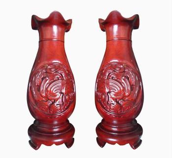 Đôi lộc bình dáng thấp, được làm từ gỗ hương