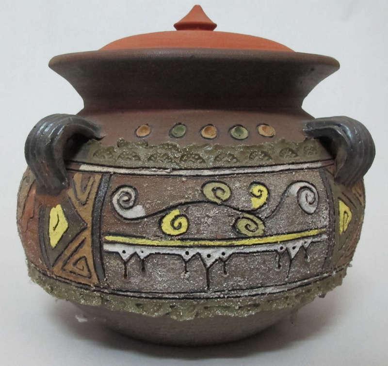 Bẫm họa tiết trang trí nổi có nhiều màu sắc, gốm Phù Lãng