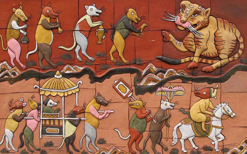 Tranh gốm Đám Cưới Chuột màu sắc sinh động, gốm Phù Lãng