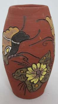 Lọ cắm hoa họa tiết hoa và bướm, gốm Phù Lãng
