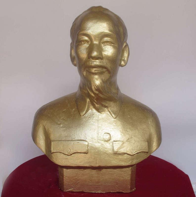 Tượng Bác Hồ, được làm từ Thạch Cao