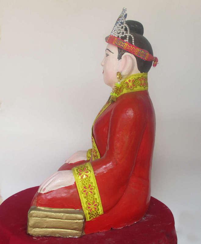 Tượng Mẫu Đệ Nhất, được làm từ thạch cao