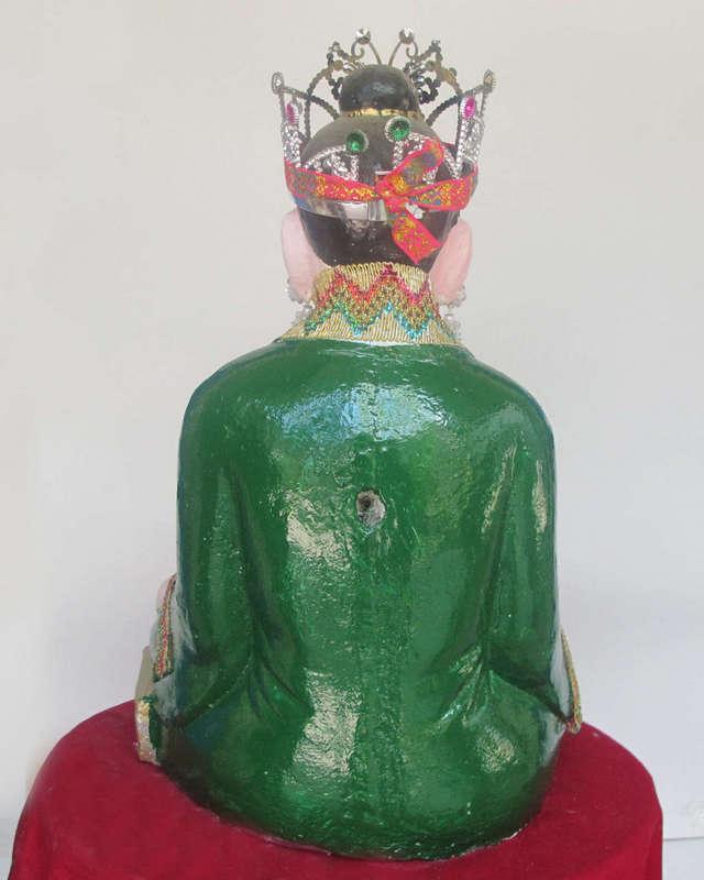 Tượng bà chúa Thượng Ngàn, được thờ trong chùa, đền