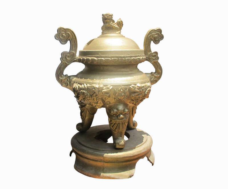 Lư hương được làm bằng xi măng, Nghệ nhân Vũ Văn Bảy