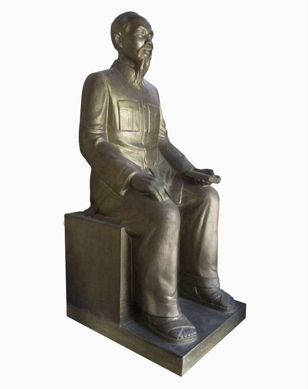 Tượng Bác Hồ, được làm từ Thạch Cao, nghệ nhân Vũ Văn Bảy