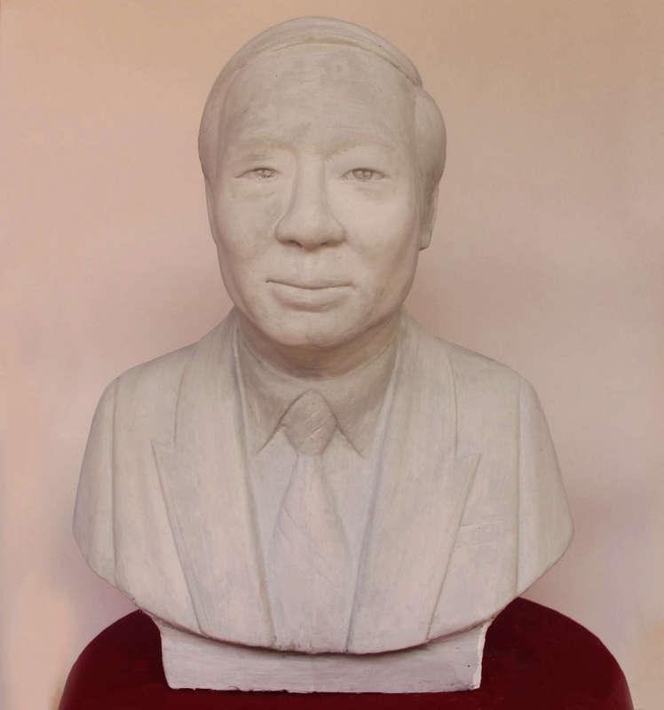 Tượng chân dung màu trắng, được làm từ Thạch Cao