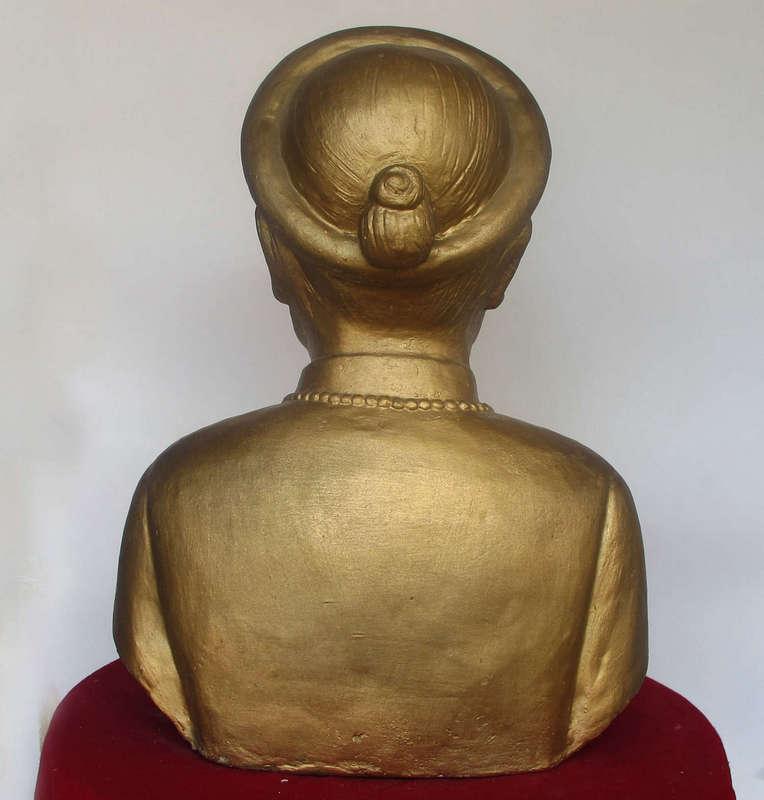 Tượng chân dung, bán thân được làm từ thạch cao