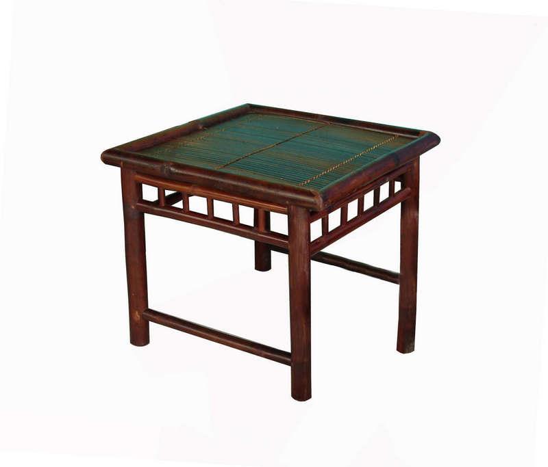 Bộ bàn bốn ghế, vai tựa nghiêng, màu cánh dán