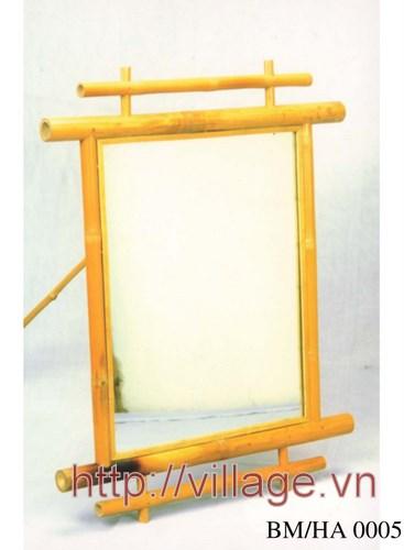 Khung gương màu vàng
